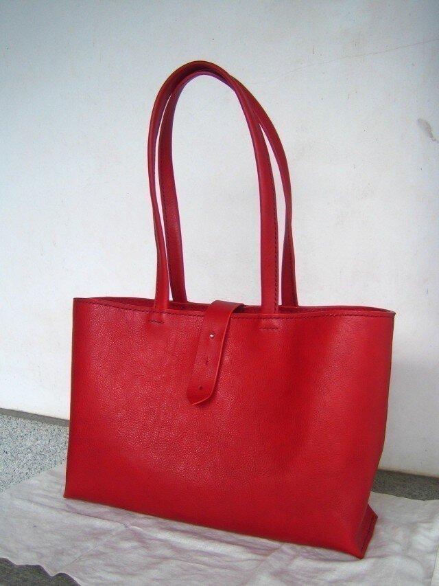 【人気】【受注生産】赤色のしっかりA4トートバッグ(肩掛け)の画像1枚目
