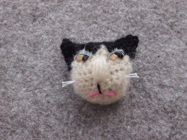 8割れ猫ブローチ kuroの画像1枚目