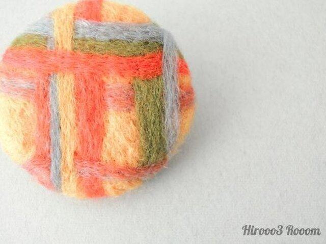 【再販】羊毛フェルトのチェック柄ブローチの画像1枚目