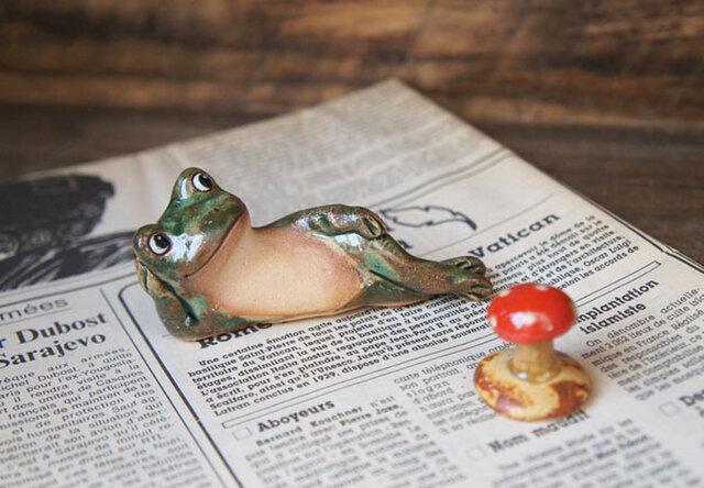 陶器【カエルとキノコ】の画像1枚目