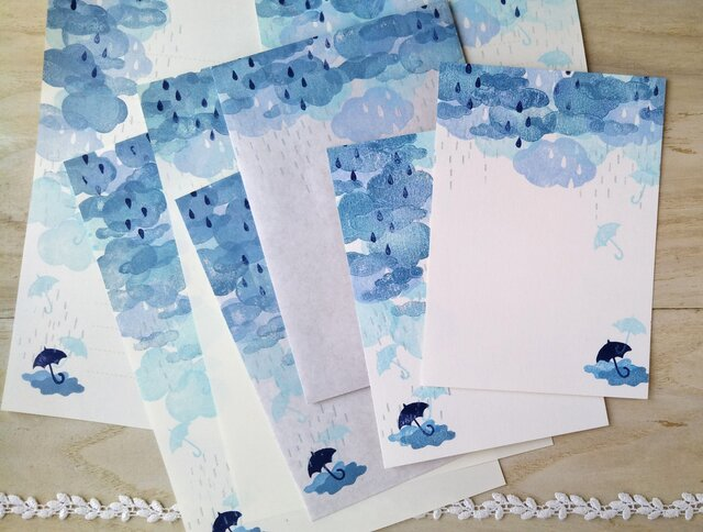 消しゴム版画「レターセット(縦型封筒)・ポストカードのセット(雨の空模様)」の画像1枚目