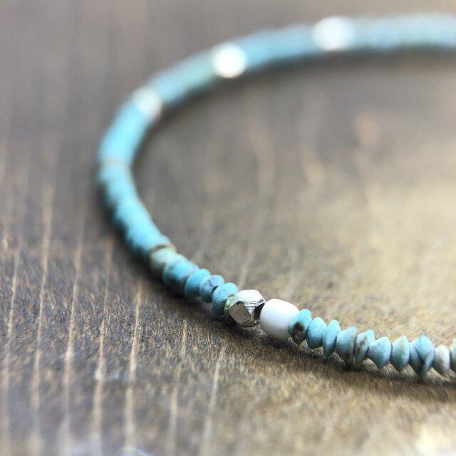 "Turquoise Beads Bracelet ""繊細なターコイズビーズのブレスレット""の画像1枚目"