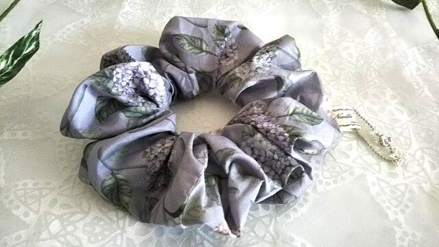 リバティ紫陽花パープルのBIGシュシュの画像1枚目