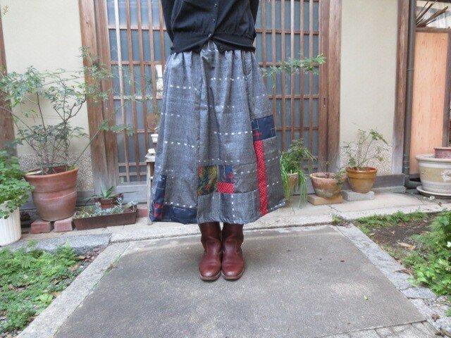 着物リメイク☆シックグレイ紬に赤や紺の紬をパッチ♪78㎝丈の画像1枚目