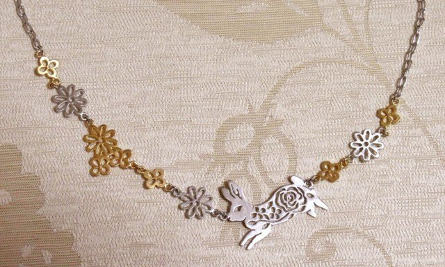 花畑とうさぎネックレスの画像1枚目