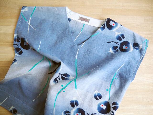 涼しい! ぼかしブルー花柄 Vネックフレンチ袖トップス レギュラーシルエット-浴衣からの画像1枚目