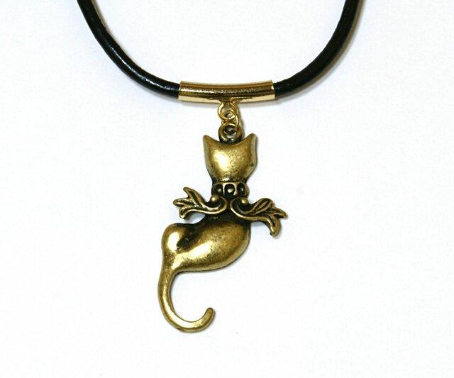 猫の天使、キャット・エンジェルの金古美ネックレス-黒革紐の画像1枚目