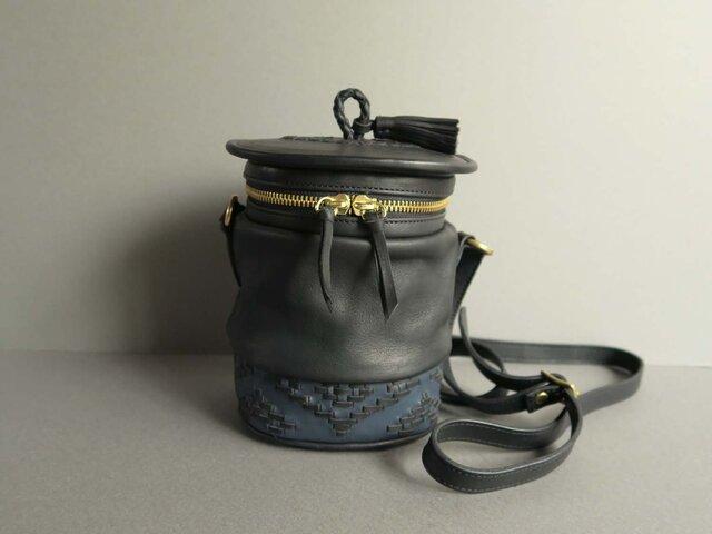 shoulder pot bag -orient (black×blue)の画像1枚目
