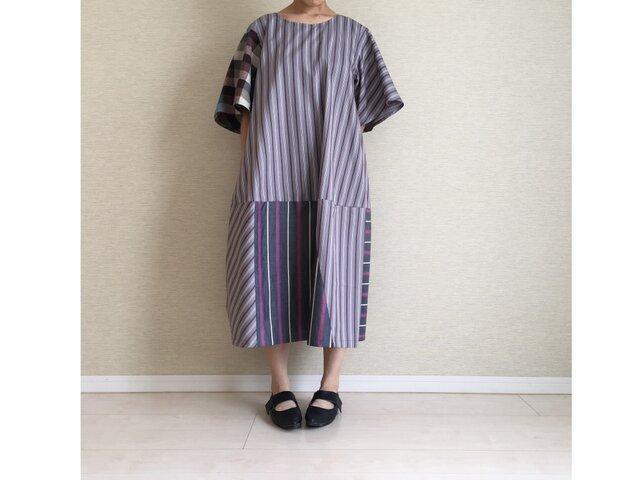 綿ストライプの半袖ゆるワンピ004(グレー系)の画像1枚目