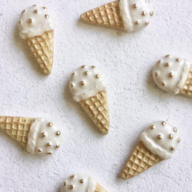 陶ブローチ 魅惑のミルクアイスの画像1枚目