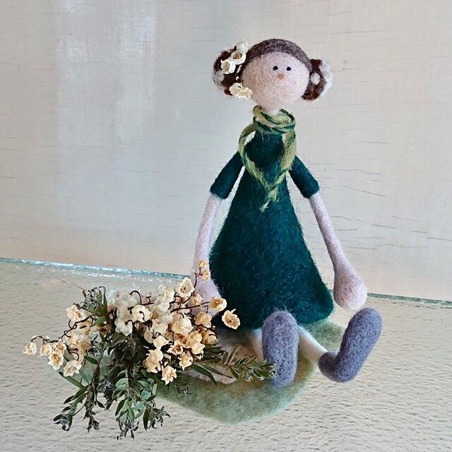 スズランの花束を持つ女の子(Flower girlシリーズ)の画像1枚目