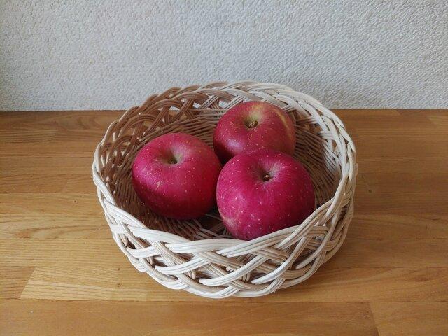 ♪ 北海道 十勝バスケット  りんご&菓子かごの画像1枚目