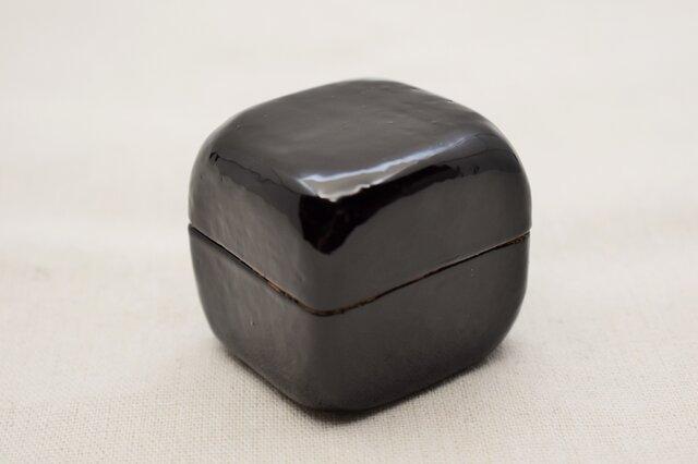 手彫小箱 マホガニー 黒漆白漆の画像1枚目