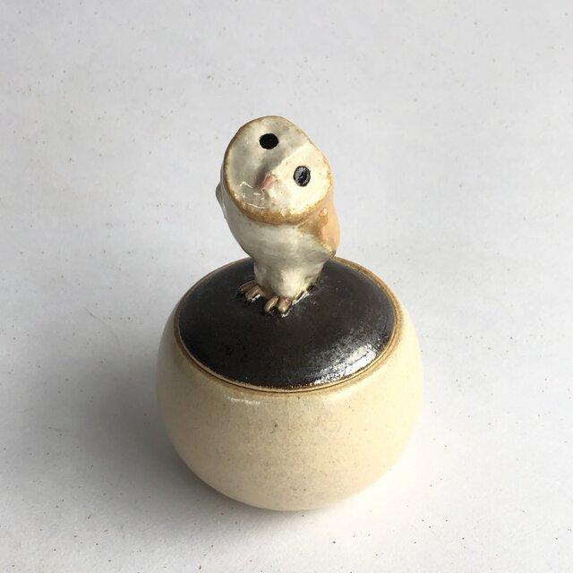 陶のハコ・手のり小鳥「メンフクロウ」の画像1枚目