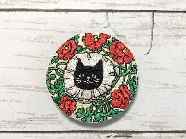 手刺繍ブローチ*ネリーリトルハレアンブシュテッター「The Black Cat 1898年7月号」よりの画像1枚目