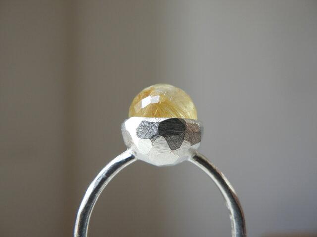 再販SVミラーカットルチルクォーツのリングの画像1枚目