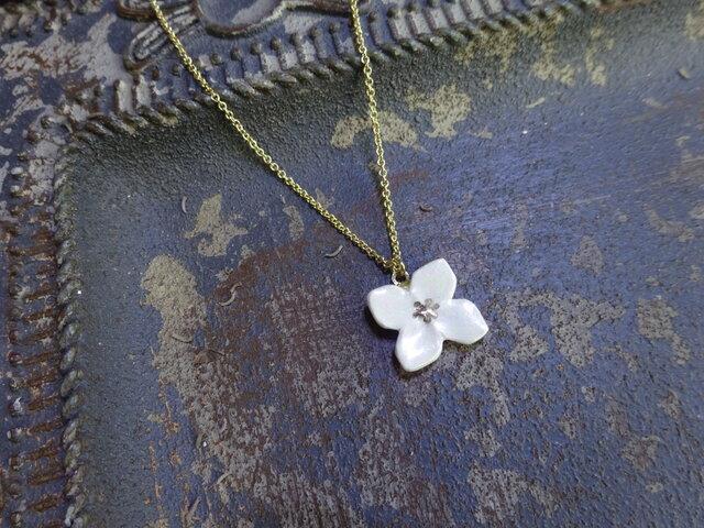 小さな花のnecklace(真珠白)の画像1枚目