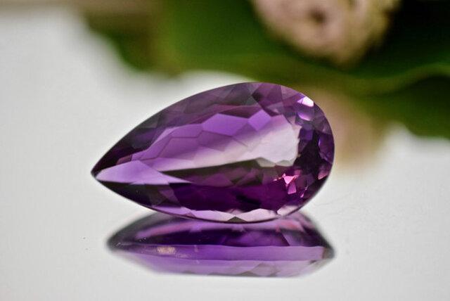 1-97 上品 一点物 天然超大粒バイカラーアメジスト 雫 アメシスト 紫水晶 2月誕生石 天然石 ルース 裸石の画像1枚目