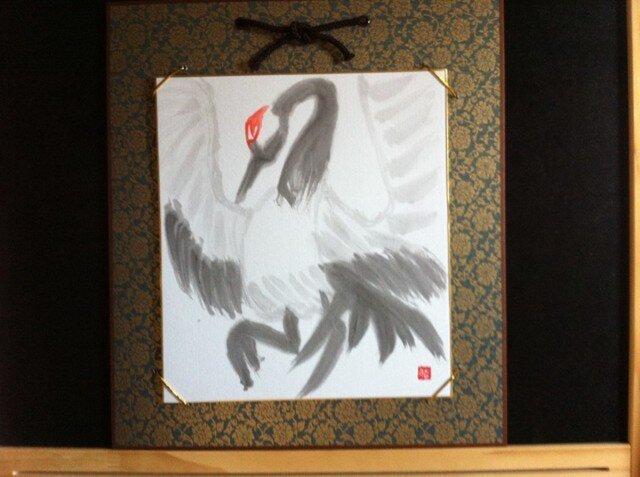 大空へ羽を広げている鶴の画像1枚目