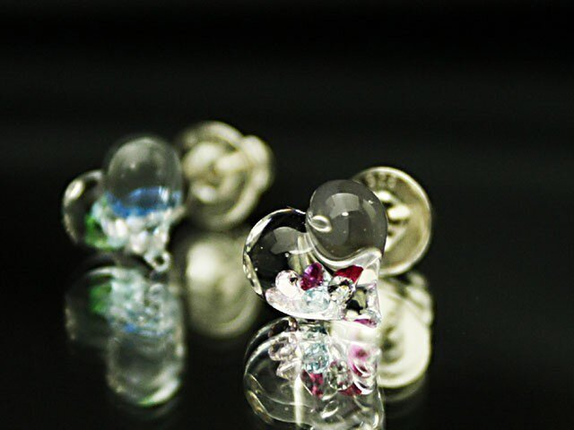 【新作】ハーッオブグラス スタッドピアス ガラスのハートの画像1枚目