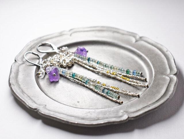 小さなローマングラスと、カレンシルバー、ハーキマーダイヤモンド、アメジストの4連ピアスの画像1枚目