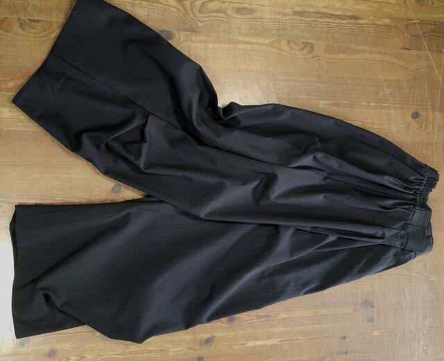 ワイドパンツ 膝下脇タック(黒)の画像1枚目