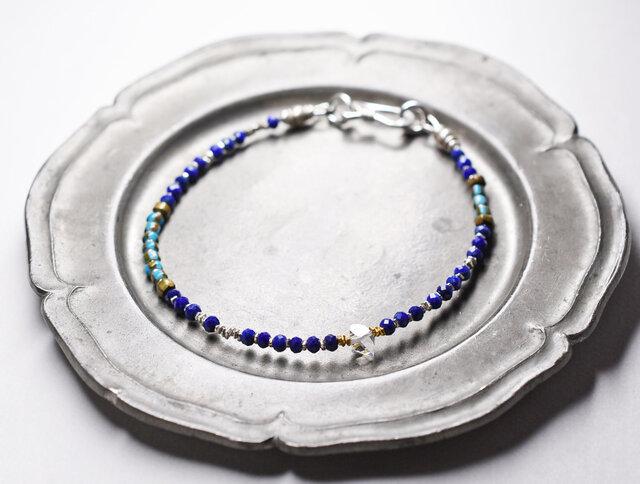 ハーキマーダイヤモンドとターコイズブルーホワイトハーツ、カットラピス、カレンシルバーの華奢なブレスの画像1枚目