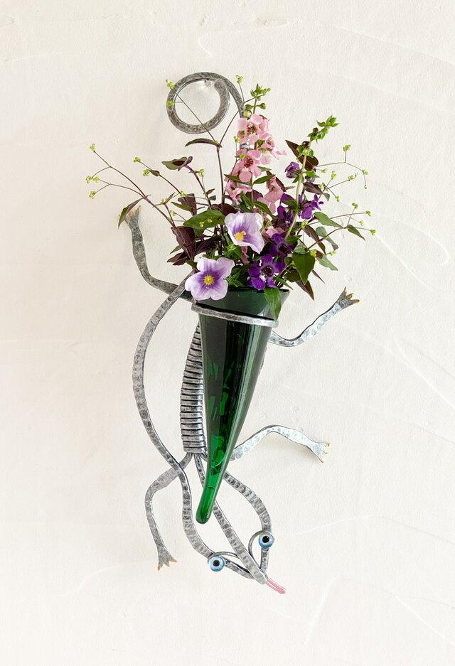 トカゲの壁掛け花器の画像1枚目