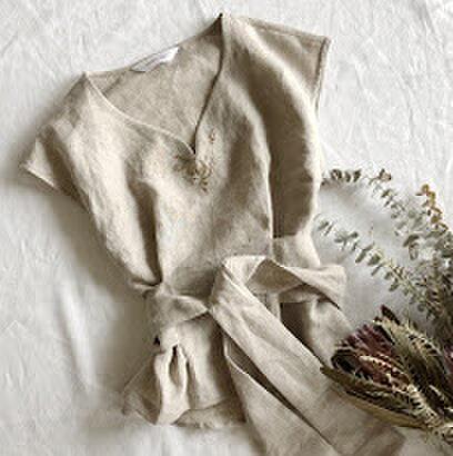 【Mサイズ リネン刺繍フレンチスリーブブブラウス】Tiny bouquet Beigeの画像1枚目