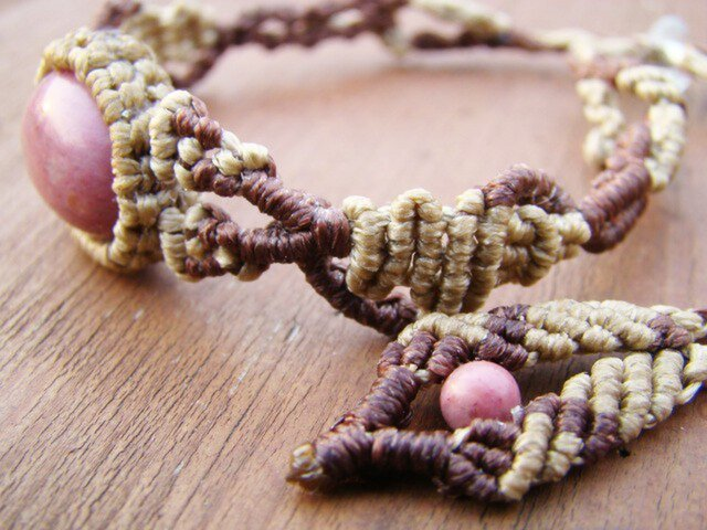 天然石ピーモンタイト マクラメ編みブレスレットの画像1枚目