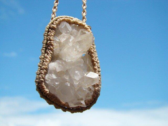 天然石 水晶の原石マクラメ編みネックレスの画像1枚目
