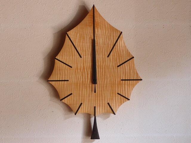 無垢の木の電波掛け時計 トチ はっぱ 0047の画像1枚目