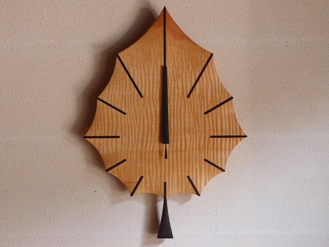 無垢の木の電波掛け時計 トチ はっぱ 0048の画像1枚目