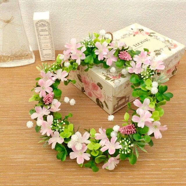 かすみ草とピンクのお花リースの画像1枚目