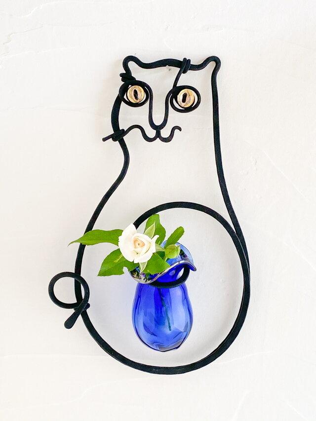 猫の壁掛け花器(マット黒ルリ)の画像1枚目