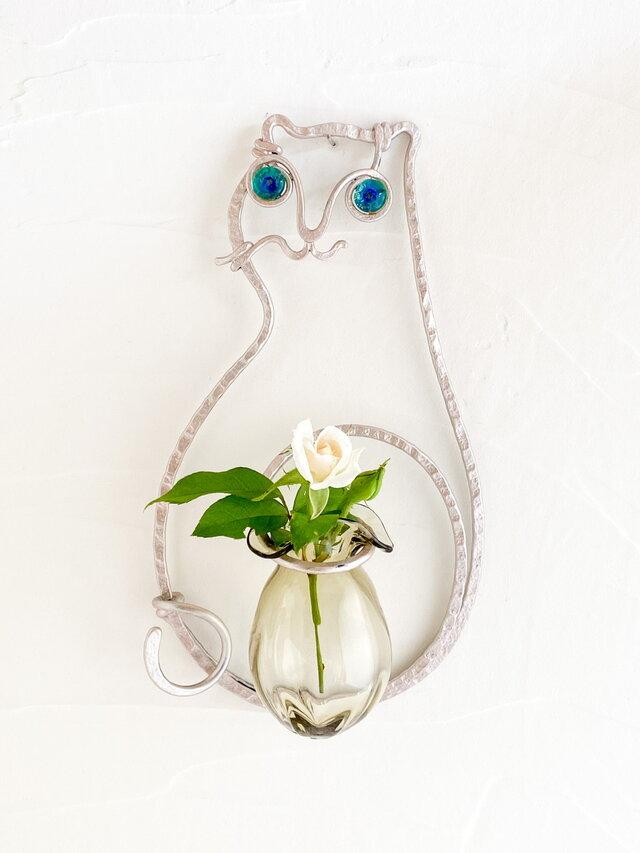 猫の壁掛け花器(ライトピンクベージュ)の画像1枚目