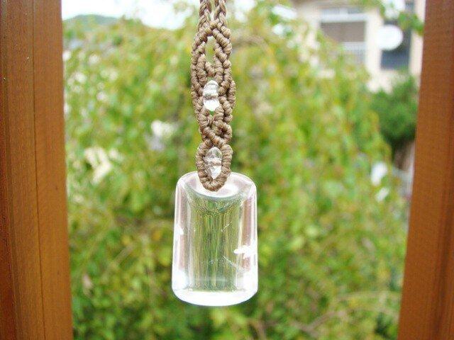 水晶のマクラメ編みネックレスの画像1枚目