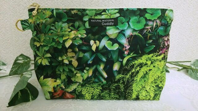 深緑の庭  ポーチの画像1枚目