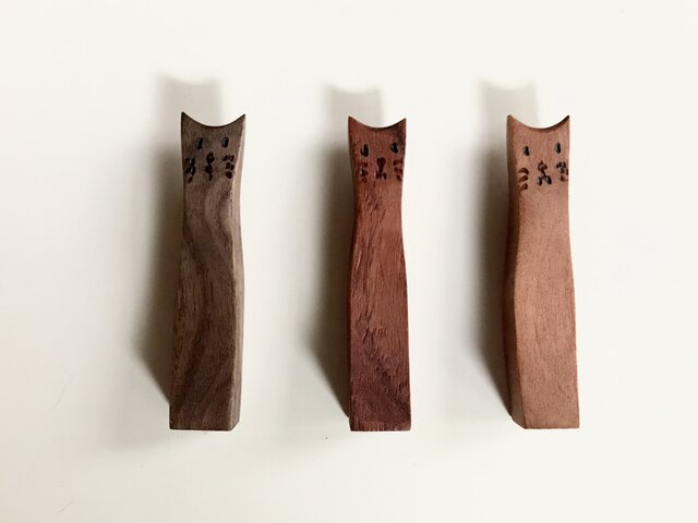 猫の箸置き3個セット 置き物にもなります。猫背が特徴の画像1枚目
