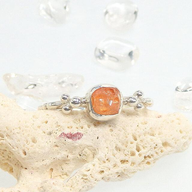 ~結晶を飾る~スペサルタイトガーネット原石の粒飾りリング 12.5~13号の画像1枚目