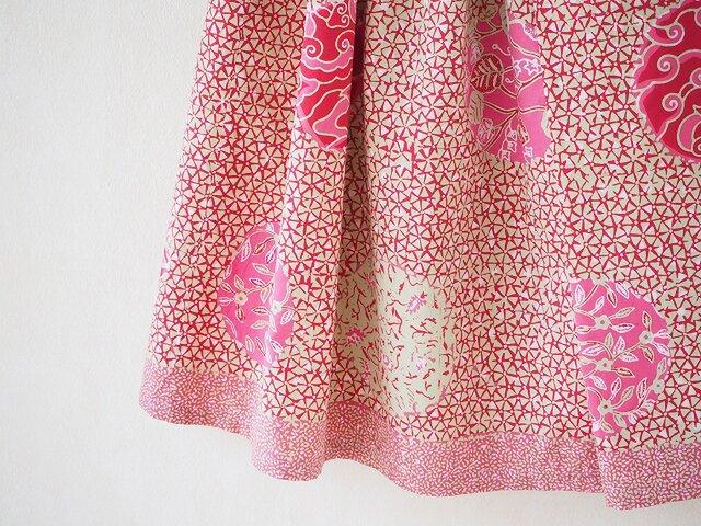 手描きバティックのふんわり折りたたみスカートの画像1枚目