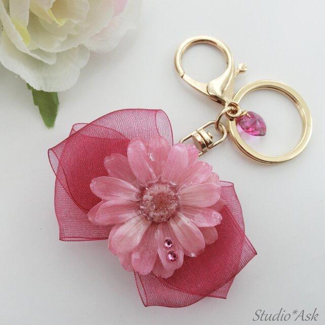 ジニアとリボンがかわいいバッグチャーム クリスタルピンク&バーベナの画像1枚目
