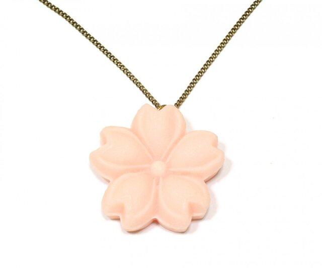 お菓子のお花・ピンクの桜・和風スイーツ・金古美ネックレスの画像1枚目