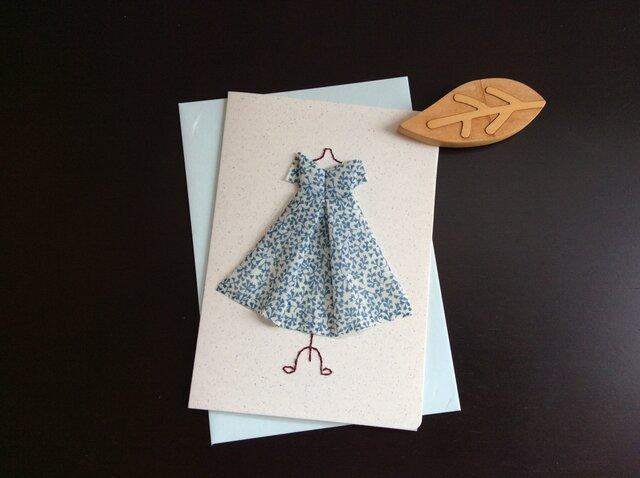 【展示品】飾れるグリーティングカード★白と青のふんわりワンピース★折り布の画像1枚目