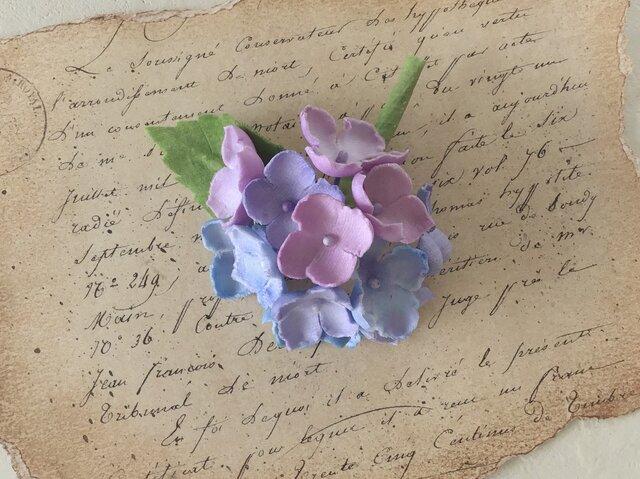 染め花の紫陽花のコサージュ(パープル系)の画像1枚目