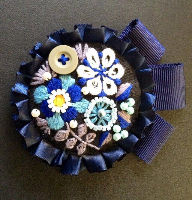 刺繍ブローチ(ネイビーリボン)の画像1枚目