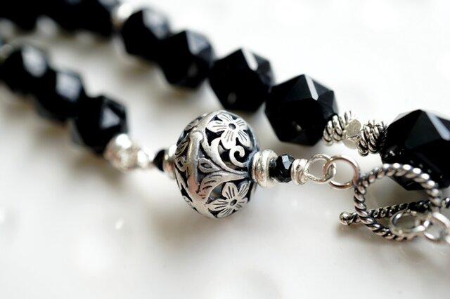 モリオン(黒水晶)とシルバービーズのネックレスの画像1枚目
