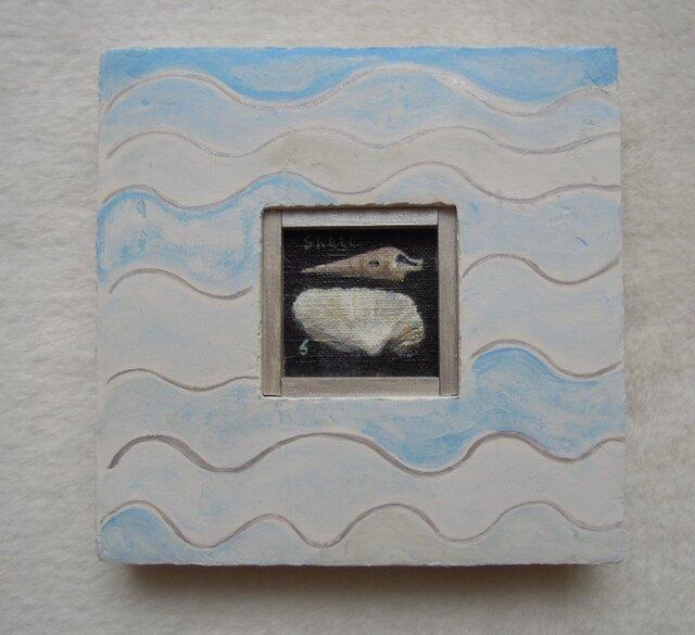 貝殻の絵と波模様の額の画像1枚目