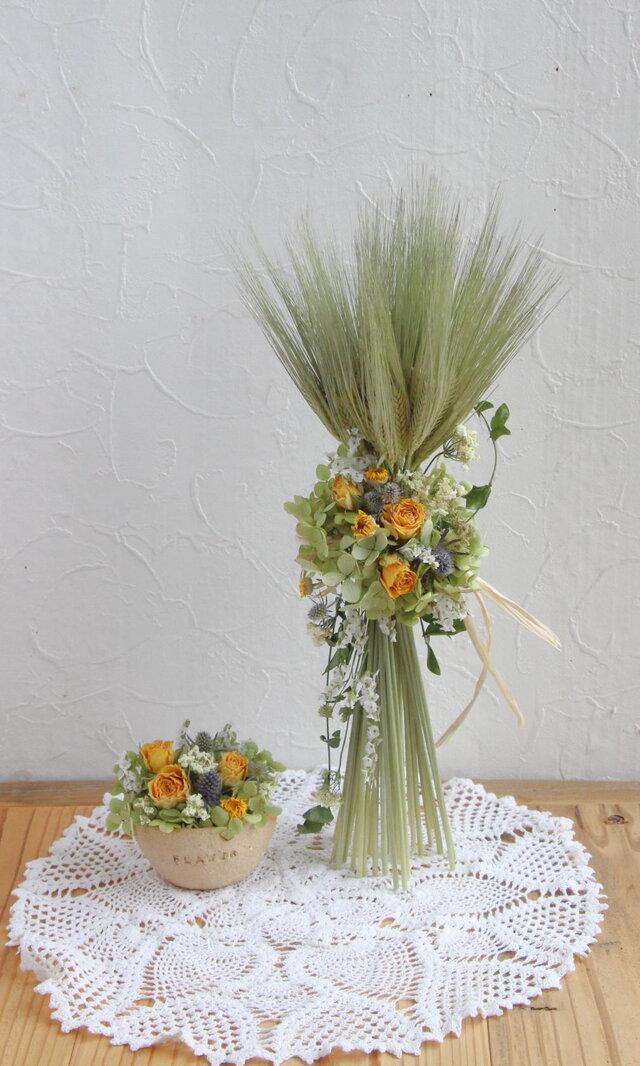 麦のパニエとミニアレンジの画像1枚目