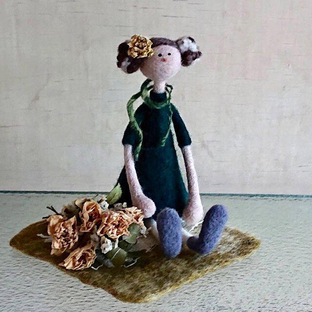 【sowing0115様専用】ミニバラの花束を持つ女の子(Flower girlシリーズ)の画像1枚目